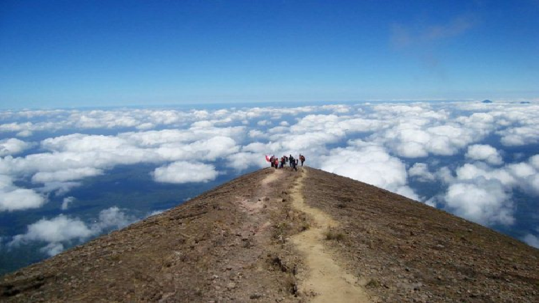 mount-agung-active-volcano