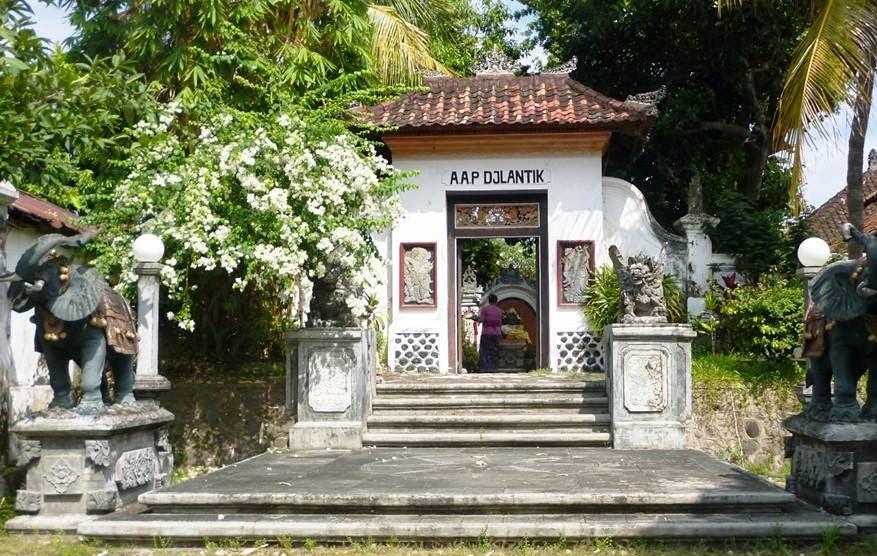 royal-palace-north-bali