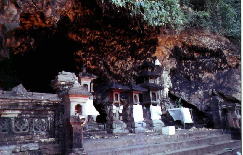 vsit-goa-lawah-temple