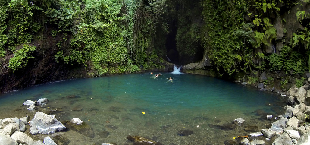 sambangan-village-trekking-tour-jumping-and-slidind-in-the-waterfalls-bali